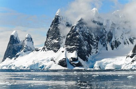 photo of the mountains in Antarctica